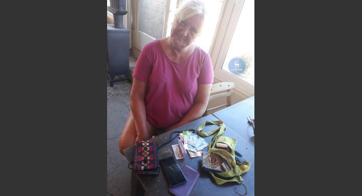 Ροδίτης βρήκε τσάντα με 800 ευρώ, κάρτες και κινητό και την παρέδωσε (pics) - Φωτογραφία 2