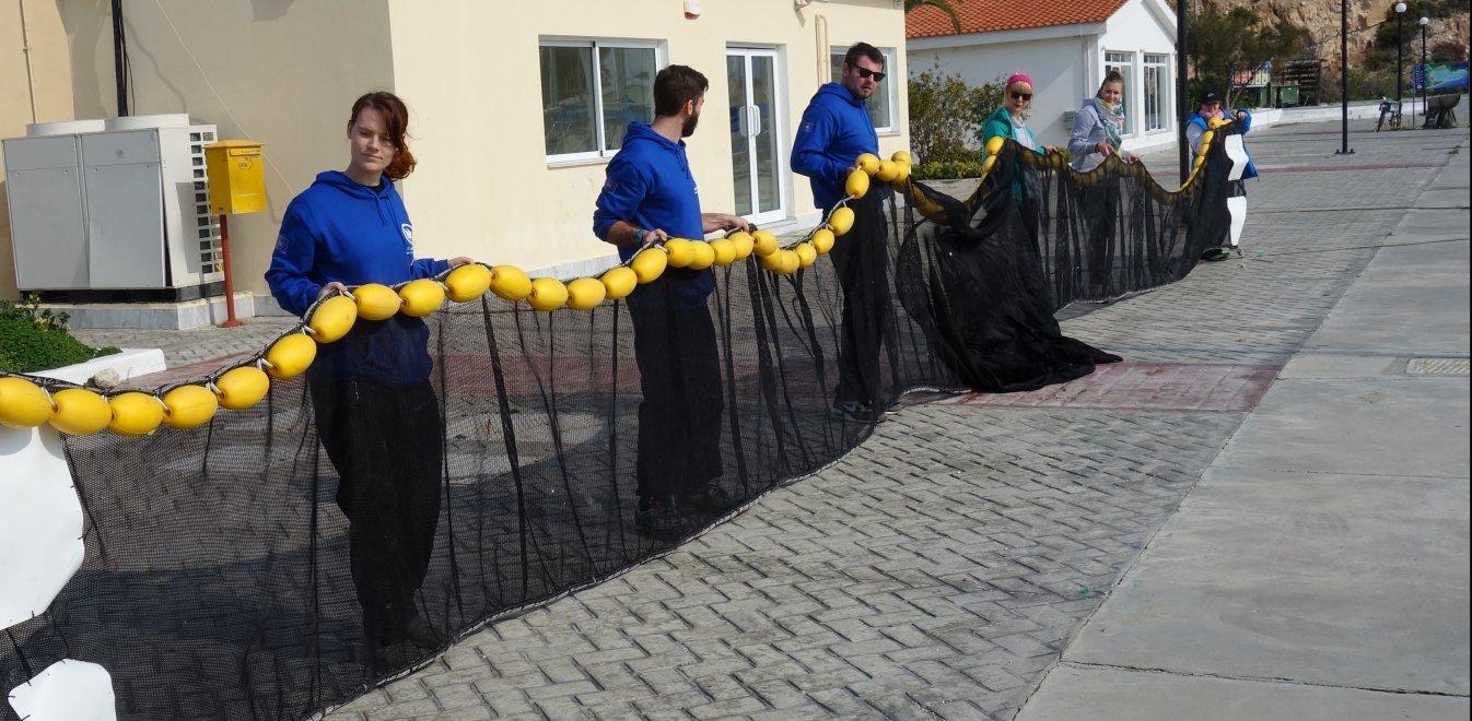 Επαναστατική τράτα σαρώνει πλαστικά απορρίμματα από τα νερά του Αιγαίου (pics) - Φωτογραφία 1