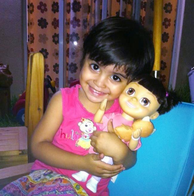 Παιδιά τα οποία είναι ολόιδια με τις κούκλες τους!! (Φωτογραφίες) - Φωτογραφία 12