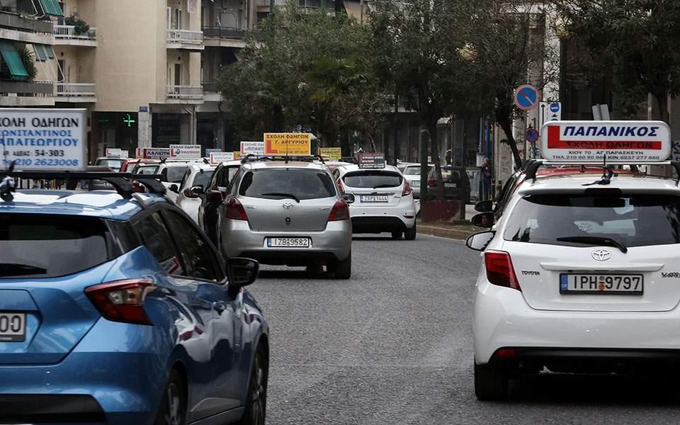 «Φρένο» και πάλι στις εξετάσεις για δίπλωμα οδήγησης. Διαμαρτυρίες ηλικιωμένων οδηγών - Φωτογραφία 1