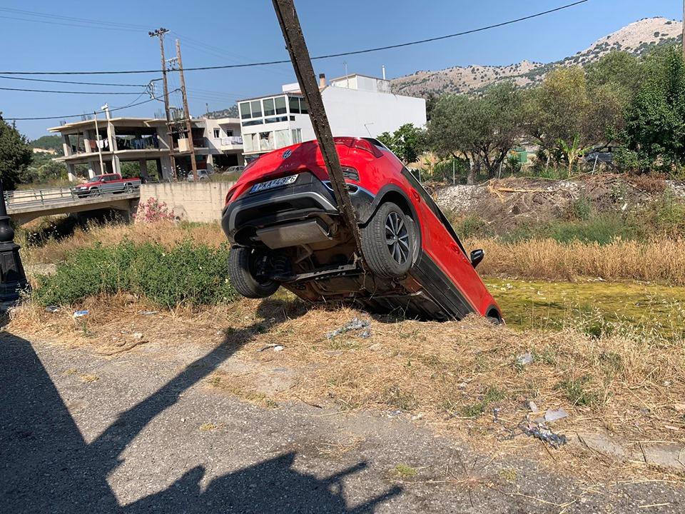 Ρόδος: Πήγε στο φαρμακείο και... βρήκε το αμάξι της στον ποταμό (ΦΩΤΟ) - Φωτογραφία 2
