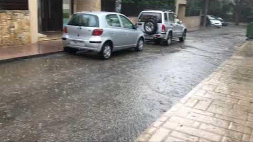 Σφοδρή καταιγίδα έπληξε την Αττική: Ποτάμια οι δρόμοι - Προβλήματα στην κυκλοφορία - Φωτογραφία 3