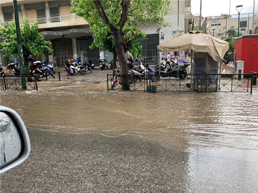Σφοδρή καταιγίδα έπληξε την Αττική: Ποτάμια οι δρόμοι - Προβλήματα στην κυκλοφορία - Φωτογραφία 9