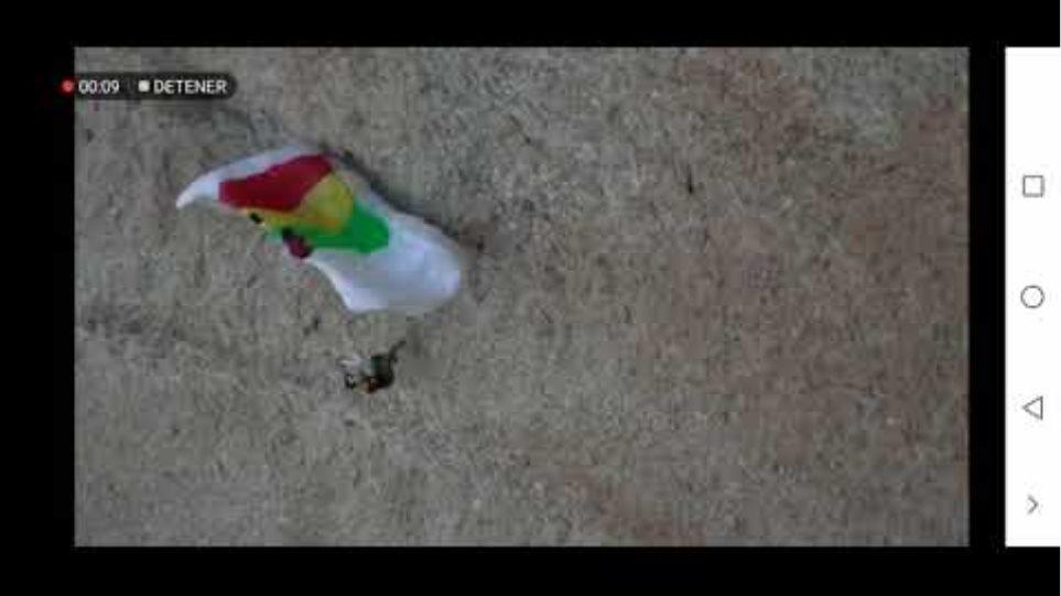 Γάλλος αλεξιπτωτιστής έσπασε το πόδι του σε βράχο μετά από άλμα - Το βίντεο σοκάρει - Φωτογραφία 2