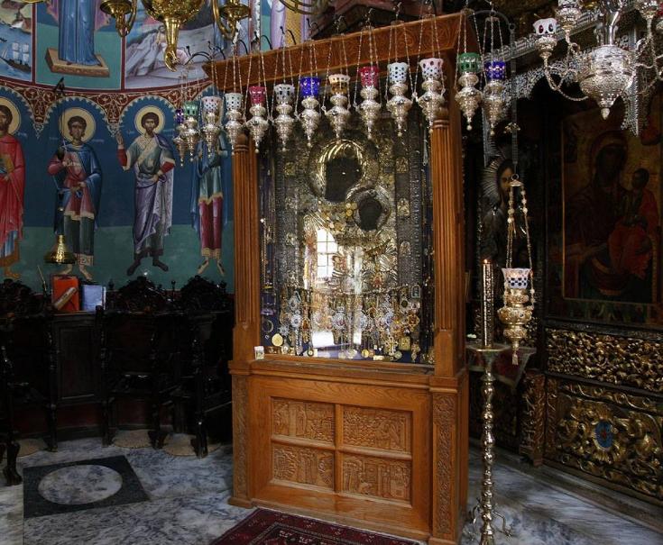Άγιο Όρος: Σε εξέλιξη οι έρευνες για τον εντοπισμό του ιερόσυλου που έκλεψε τάματα - Φωτογραφία 1