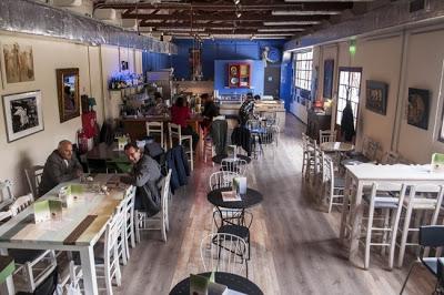 Mύρτιλλο: το αθηναϊκό café που προσλαμβάνει αποκλειστικά άτομα με αναπηρία, μας υποδέχεται στο νέο του χώρο - Φωτογραφία 2