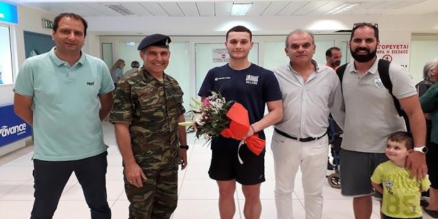 Υποδοχή και απ' τον Διοικητή της 12ης Μεραρχίας στον Παγκόσμιο ρέκορντμαν και Ολυμπιονίκη Δημοσθένη Μιχαλεντζάκη - Φωτογραφία 1