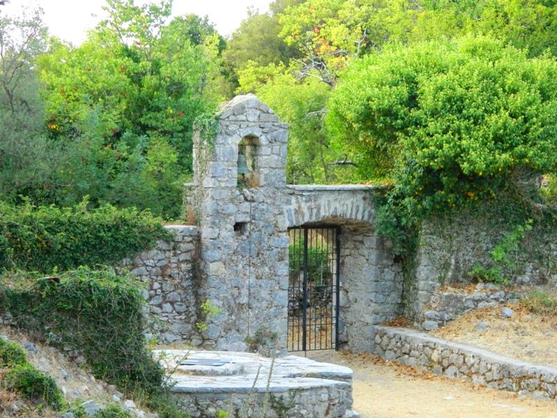 Μοναστήρια στο νησί της Λευκάδας - Φωτογραφία 9