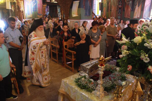 12179 - Ο ευσεβής λαός της Δράμας αποχαιρέτησε την Αγία Ζώνη - Φωτογραφία 6