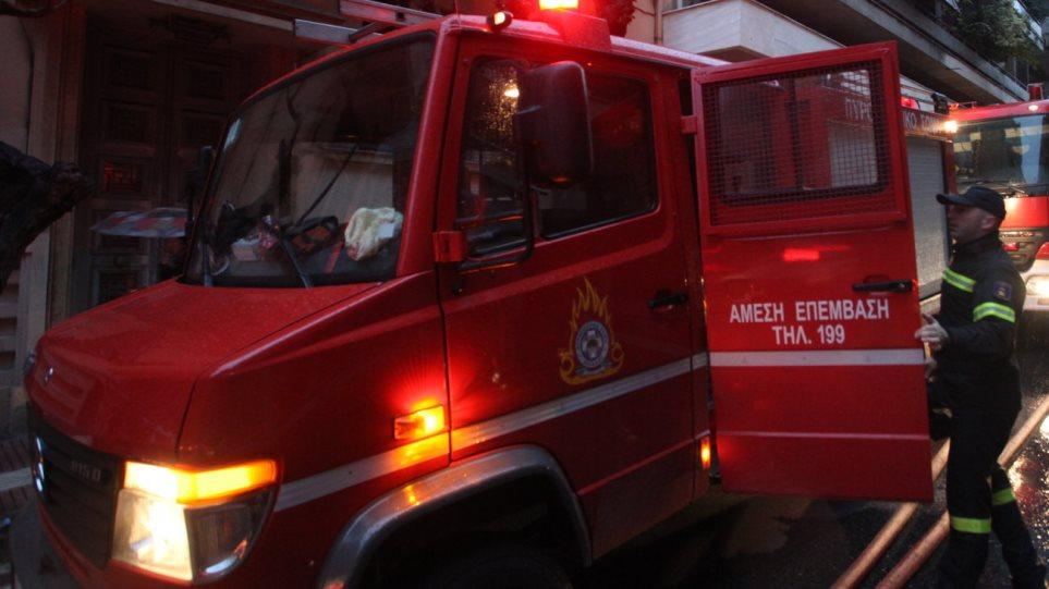 Ενας νεκρός ύστερα από πυρκαγιά στον Αυλώνα  αττικης - Φωτογραφία 1