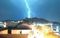 Κεραυνός χτυπά τη ΒΟΝΙΤΣΑ - Εντυπωσιακή φωτογραφία του Θοδωρή Μαζαράκη