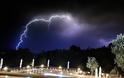 Aπίστευτες φωτογραφίες: Η στιγμή που Κεραυνοί χτυπάνε στην ΠΑΛΑΙΡΟ - Φωτογραφία 4