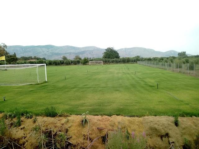 Παλαίμαχος του Άρη Αιτωλικού μετέτρεψε χωράφι σε προπονητικό γήπεδο για την αγαπημένη του ομάδα (φωτο) - Φωτογραφία 4