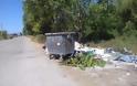 Αφημένα μπάζα και σκουπίδια δίπλα από κάδο απορριμμάτων, κοντά στο ΜΥΤΙΚΑ -ΦΩΤΟ