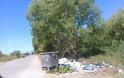 Αφημένα μπάζα και σκουπίδια δίπλα από κάδο απορριμμάτων, κοντά στο ΜΥΤΙΚΑ -ΦΩΤΟ - Φωτογραφία 4