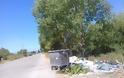 Αφημένα μπάζα και σκουπίδια δίπλα από κάδο απορριμμάτων, κοντά στο ΜΥΤΙΚΑ -ΦΩΤΟ - Φωτογραφία 6
