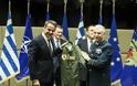 Ο Μητσοτάκης πήρε δώρο στολή πιλότου μαχητικού με το όνομά του – Η πρόσκληση για πτήση στο Καστελόριζο