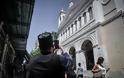 Αθήνα: Άντεξε η πόλη - Χιλιάδες κόσμου ανάστατοι στους δρόμους - Φωτογραφία 11