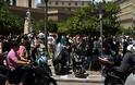 Αθήνα: Άντεξε η πόλη - Χιλιάδες κόσμου ανάστατοι στους δρόμους - Φωτογραφία 5