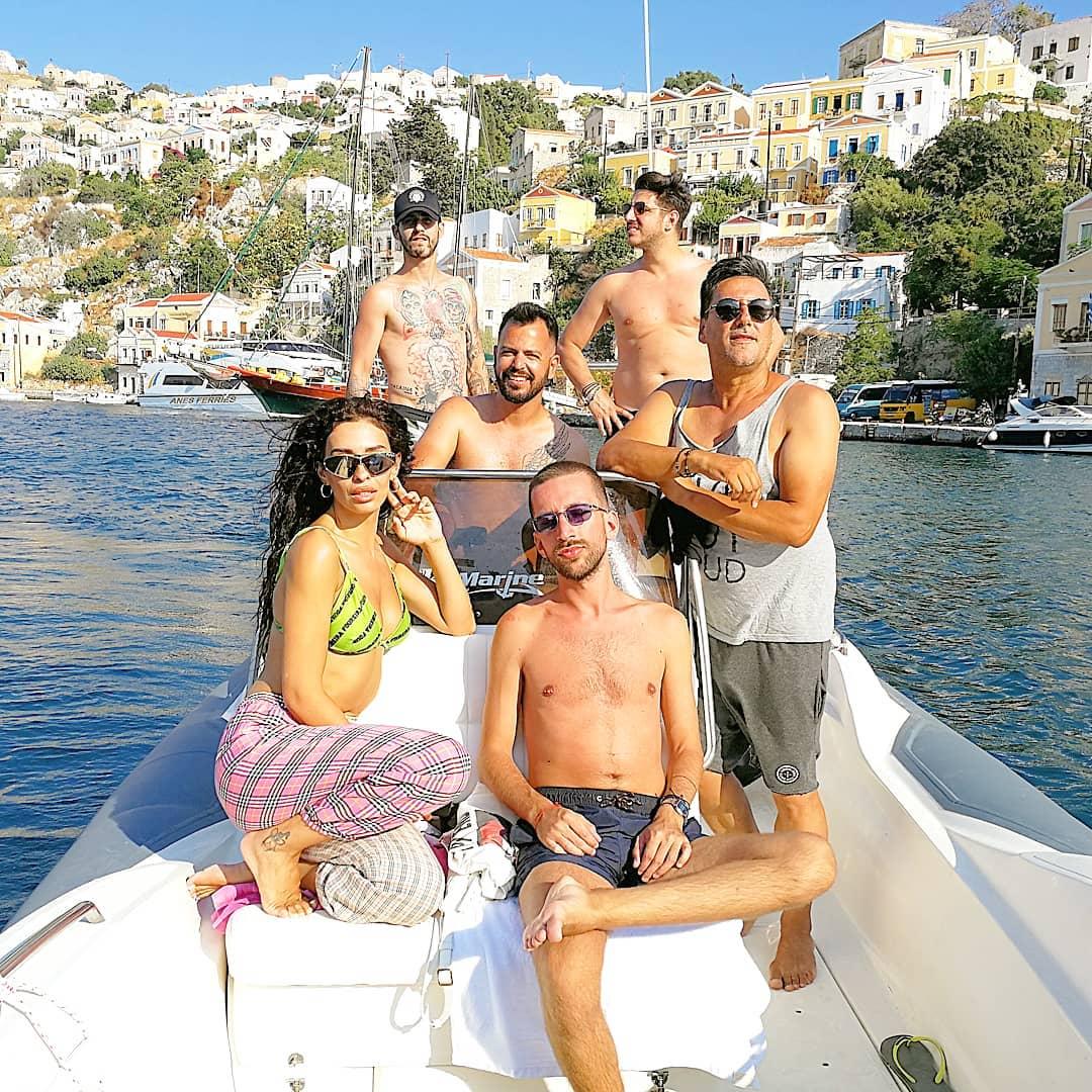 Ελένη Φουρέιρα: Βόλτα με το σκάφος στη Σύμη! [pics, video] - Φωτογραφία 2