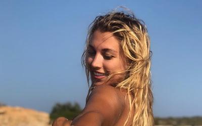 Η Κωνσταντίνα Σπυροπούλου τόπλες στην Αντίπαρο [εικόνα] - Φωτογραφία 1