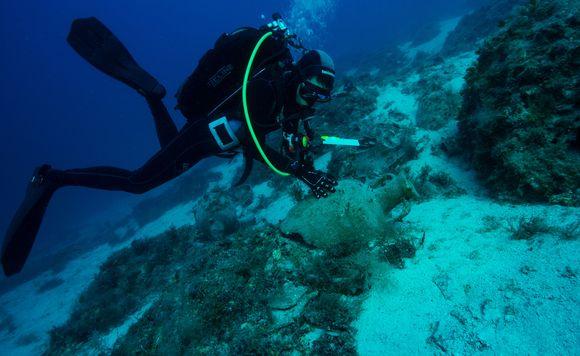 Πέντε αρχαία ναυάγια με σημαντικά ευρήματα εντόπισαν αρχαιολόγοι στη νήσο Λέβιθα (Photos) - Φωτογραφία 2