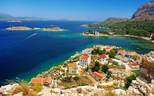 Συναρπαστικό ταξίδι στο νησί των κόκκινων βράχων - Φωτογραφία 1