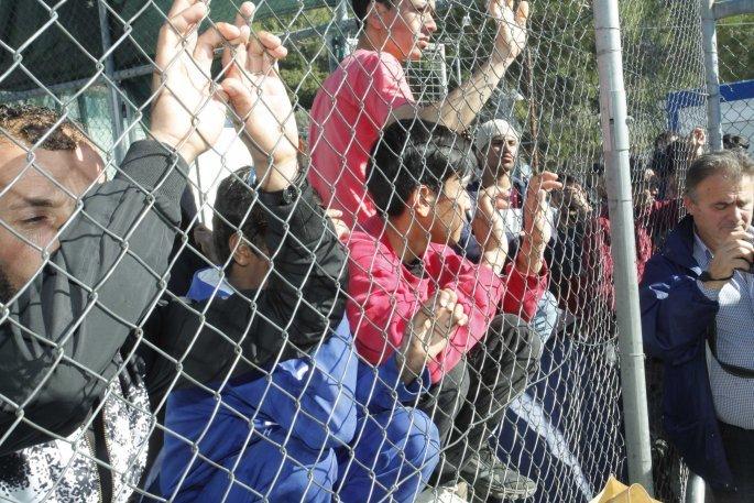 Έσπασαν κάθε ρεκόρ οι μετανάστες και οι πρόσφυγες στα ελληνικά νησιά (pics) - Φωτογραφία 3