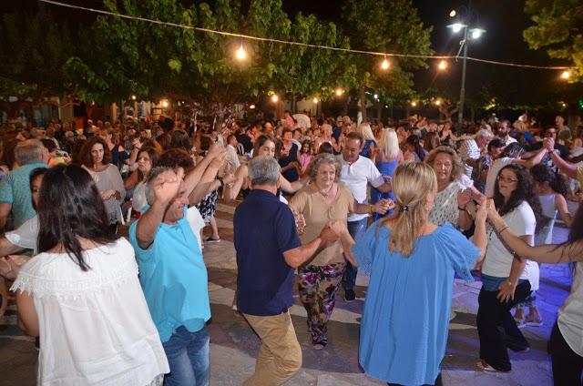 Γεμάτη από κόσμο η Πλατεία ΜΑΧΑΙΡΑΣ -Τέτοιο ΓΛΕΝΤΙ δεν ξανάγινε!!   ΦΩΤΟ - Φωτογραφία 1