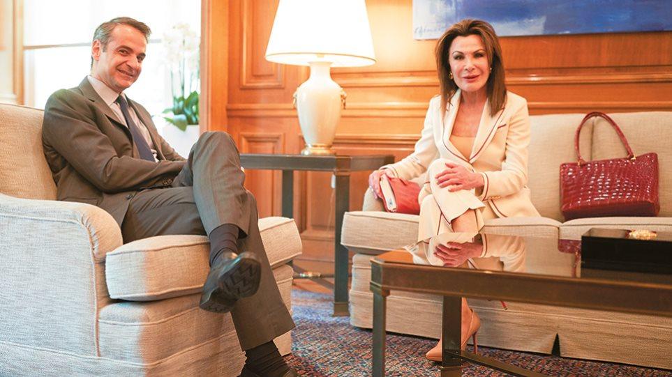 Γιάννα Αγγελοπούλου: Η μεγάλη επιστροφή με Cartier και φουστανέλα - Φωτογραφία 1