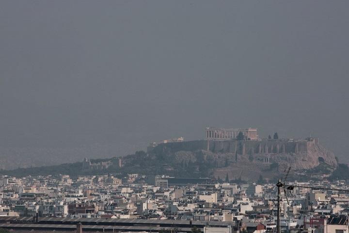 «Πνίγεται» στον καπνό από τη φωτιά στην Εύβοια η Αθήνα - Φωτογραφία 1