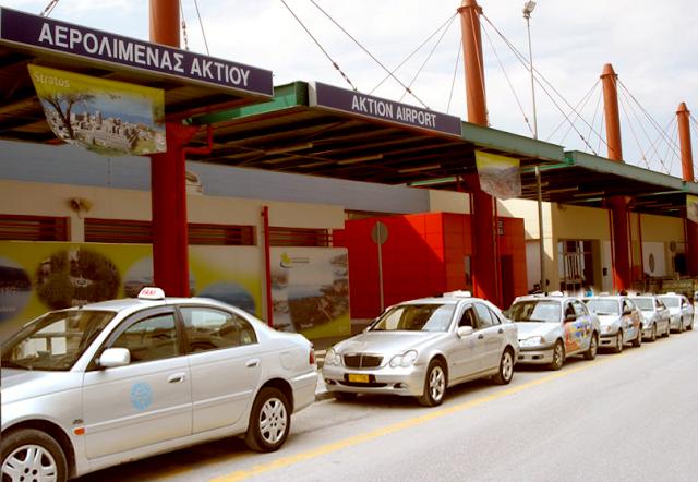 Εικόνες ντροπής στο αεροδρόμιο του ΑΚΤΙΟΥ - «Πόλεμος» ΤΑΞΙΤΖΗΔΩΝ στην... πιάτσα!! - Φωτογραφία 1