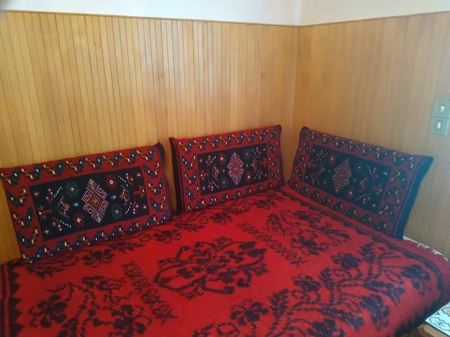 Μετσοβίτικα υφαντά και μαξιλάρια σε σπίτι στην Μηλιά  Μετσόβου 2019 - Φωτογραφία 4