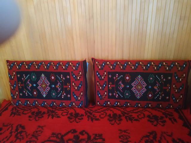 Μετσοβίτικα υφαντά και μαξιλάρια σε σπίτι στην Μηλιά  Μετσόβου 2019 - Φωτογραφία 5