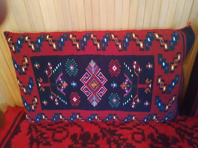 Μετσοβίτικα υφαντά και μαξιλάρια σε σπίτι στην Μηλιά  Μετσόβου 2019 - Φωτογραφία 7