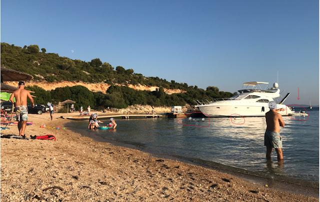 ΚΑΤΑΓΓΕΛΙΑ: Έχει παραγίνει το κακό με τα σκάφη να αγκυροβολούν στα ρηχά… δίπλα στους λουόμενους στη Παραλία Λυγιά στην ΠΛΑΓΙΑ -[ΦΩΤΟ] - Φωτογραφία 1