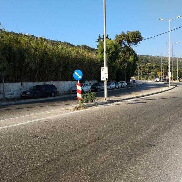 Εκτεταμένη αφισορύπανση στους δρόμους της Ρόδου - φωτος - Φωτογραφία 1