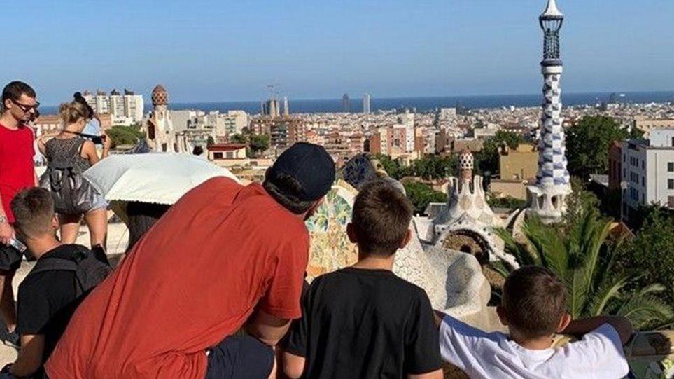 Φωτος από τις διακοπές της οικογένειας Τσίπρα στη Βαρκελώνη - Φωτογραφία 1