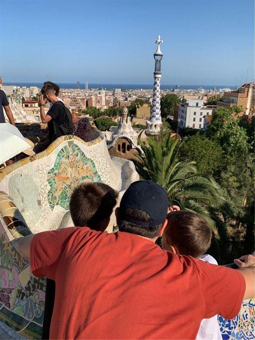 Φωτος από τις διακοπές της οικογένειας Τσίπρα στη Βαρκελώνη - Φωτογραφία 2