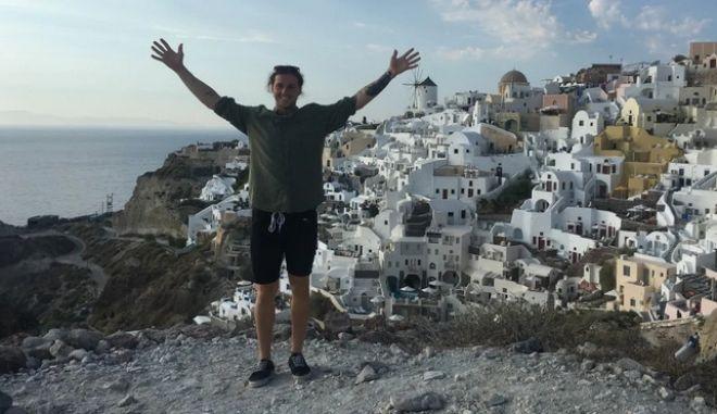 Τουρίστας πέταξε στη θάλασσα δαχτυλίδι 5.000 δολαρίων γιατί χώρισε - Φωτογραφία 1