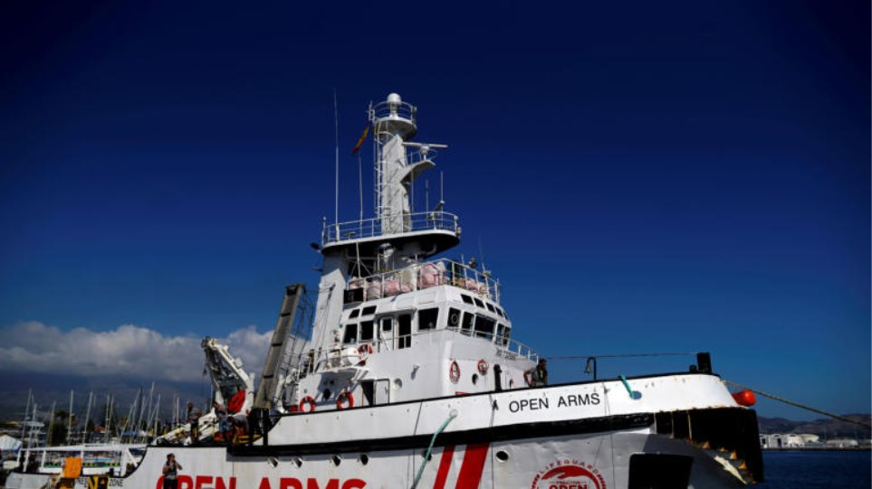 Πλοίο με 147 μετανάστες αγνοεί τον Σαλβίνι και εισέρχεται στα ιταλικά χωρικά ύδατα - Φωτογραφία 1