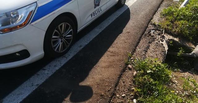 Εκτροπή αυτοκινήτου στην Ιόνια Οδό με εγκλωβισμό οδηγού - Φωτογραφία 1