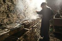 12396 - Προετοιμάζοντας την πανηγυρική Τράπεζα σε Αγιορειτικό μοναστήρι. Φωτογραφίες από το μαγειρειό και την κουζίνα - Φωτογραφία 2
