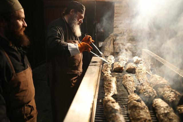 12396 - Προετοιμάζοντας την πανηγυρική Τράπεζα σε Αγιορειτικό μοναστήρι. Φωτογραφίες από το μαγειρειό και την κουζίνα - Φωτογραφία 23