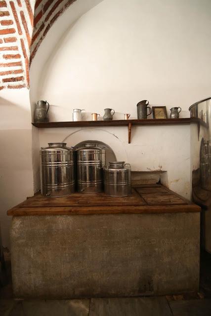 12396 - Προετοιμάζοντας την πανηγυρική Τράπεζα σε Αγιορειτικό μοναστήρι. Φωτογραφίες από το μαγειρειό και την κουζίνα - Φωτογραφία 46