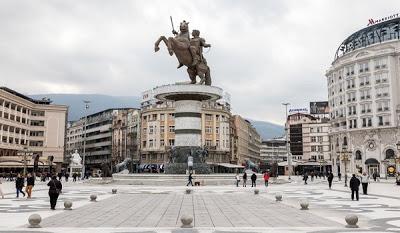 Πινακίδα με την ελληνική καταγωγή του Μεγάλου Αλεξάνδρου στα Σκόπια - Φωτογραφία 2