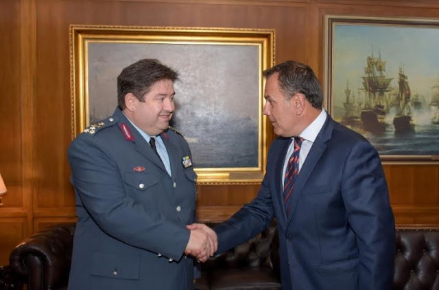 Συνάντηση ΥΕΘΑ Νικόλαου Παναγιωτόπουλου με τον Αρχηγό της ΕΛ.ΑΣ. Αντιστράτηγο Μιχαήλ Καραμαλάκη - Φωτογραφία 2