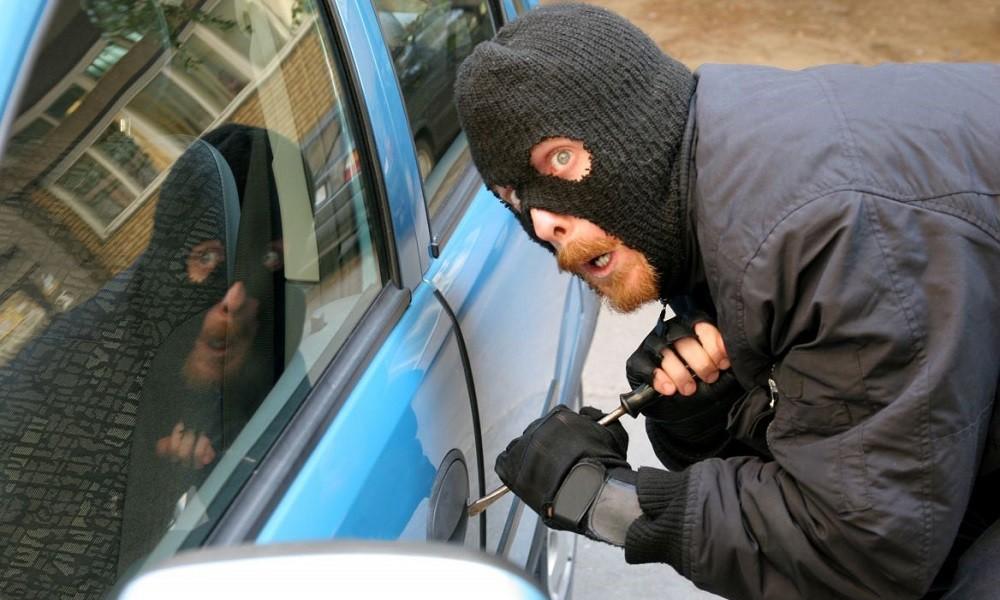 SOS: Σπείρα σταματά και κλέβει οδηγούς… - Φωτογραφία 1