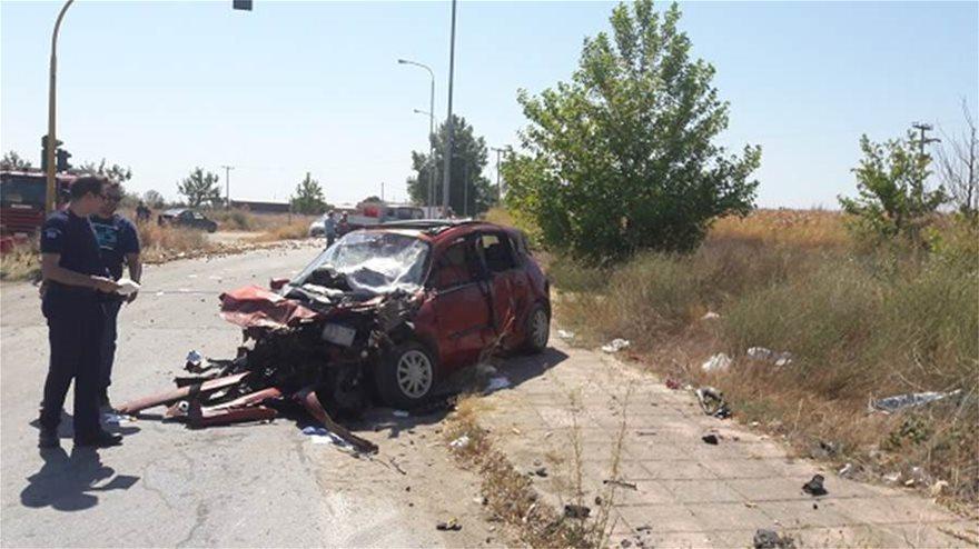 Σοβαρό τροχαίο με τέσσερις τραυματίες - Φωτογραφία 3