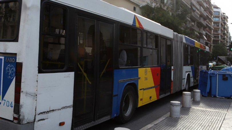 Οπαδοί του ΠΑΟΚ στην οροφή εν κινήσει λεωφορείου του ΟΑΣΘ (pic) - Φωτογραφία 1